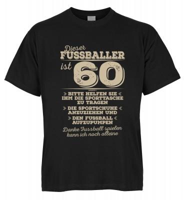 Dieser Fussballer ist 60 Bitte helfen Sie ihm die Sporttasche zu tragen Die Sportschuhe anzuziehen T