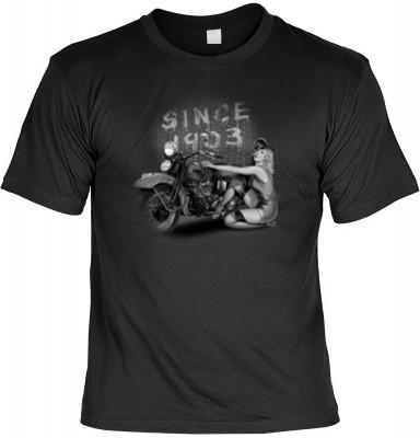 Top Qualität! HK_MTS_01_13438-P13 mit dem Motiv: <br><b>Motorrad Chopper Tshirt Since 1903 Fb schwarz</b>,fällt sofort ins Auge und sorgt für einen gelungenen Auftritt.<br><br>T-shirt namenhafter Hersteller in bester Qualität, wie <b>Stedman</b> oder <b>F