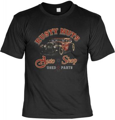 Top Qualität! HK_USA_01_13645-P16 mit dem Motiv: <br><b>US Car T-Shirt Rusty Nuts Auto Shop Fb schwarz auch in 3xL 4xL 5xL</b>,fällt sofort ins Auge und sorgt für einen gelungenen Auftritt.<br><br>T-shirt namenhafter Hersteller in bester Qualität, wie <b>