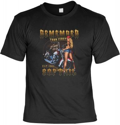 Top Qualität! HK_USA_01_13637-P16 mit dem Motiv: <br><b>Motorradfahrer T-Shirt Remember your first Softail Fb schwarz auch in 3xL 4xL 5xL</b>,fällt sofort ins Auge und sorgt für einen gelungenen Auftritt.<br><br>T-shirt namenhafter Hersteller in bester Qu